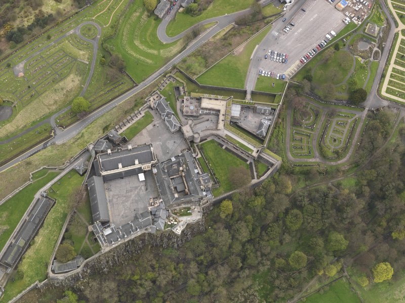 General oblique aerial view of the castle centred on the the great hall, taken from the NNW.