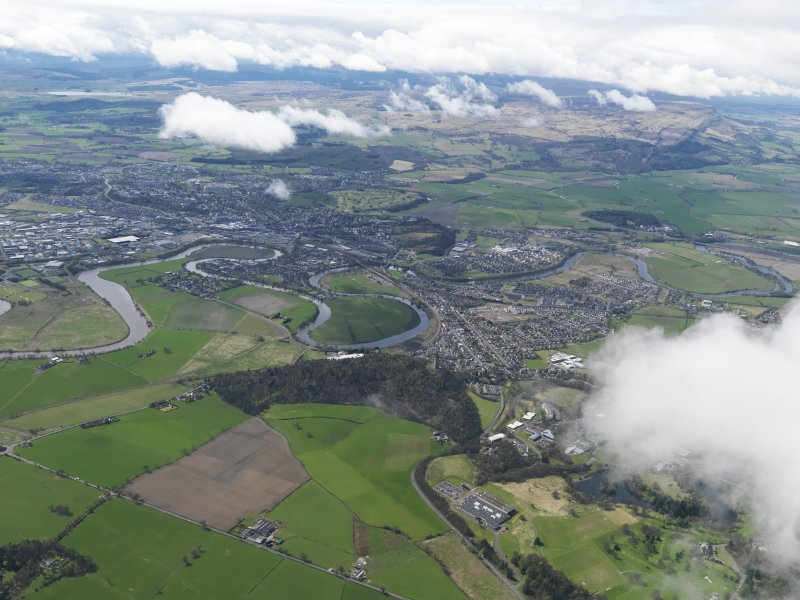 General oblique aerial view of the city centred on the Wallace Monument looking SW across the Touch Hills, taken from the NE.
