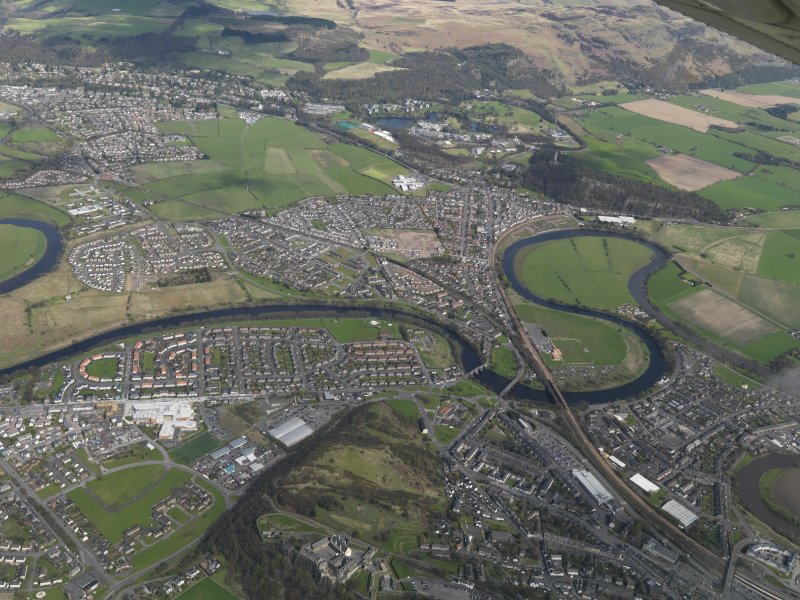 General oblique aerial view of the city centred on the River Forth flowing through the city centred on the Causewayhead area, taken from the S.