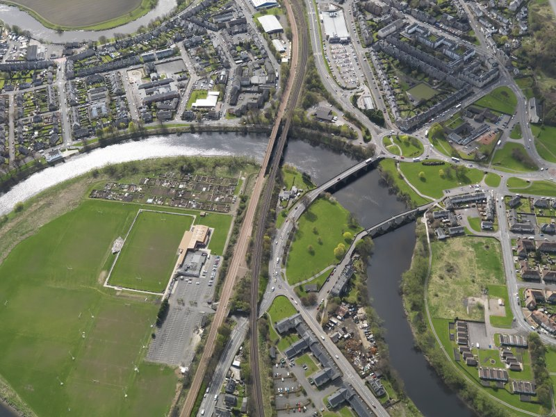 Oblique aerial view of the city, centred on the three bridges across the River Forth at Causewayhead, taken from the N.
