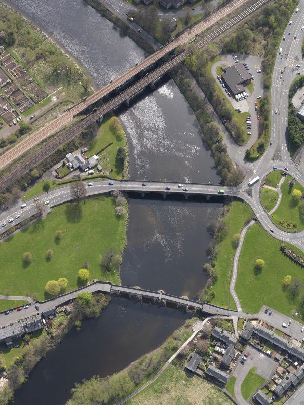 Oblique aerial view of  the bridges across the River Forth at Causewayhead, taken from the NW.