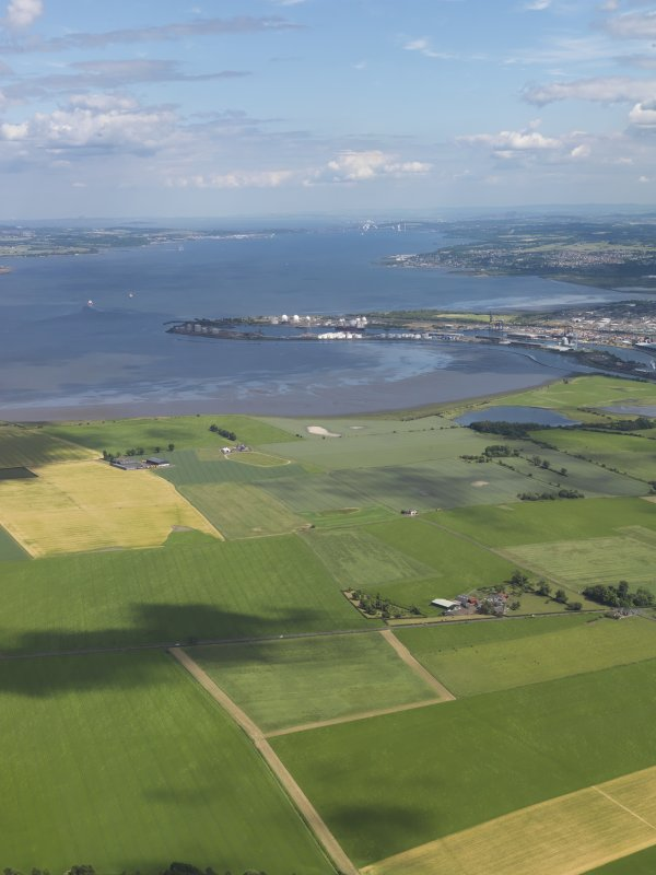 General oblique aerial view looking across Gragemouth down the Forth towards the bridges, taken from the W.