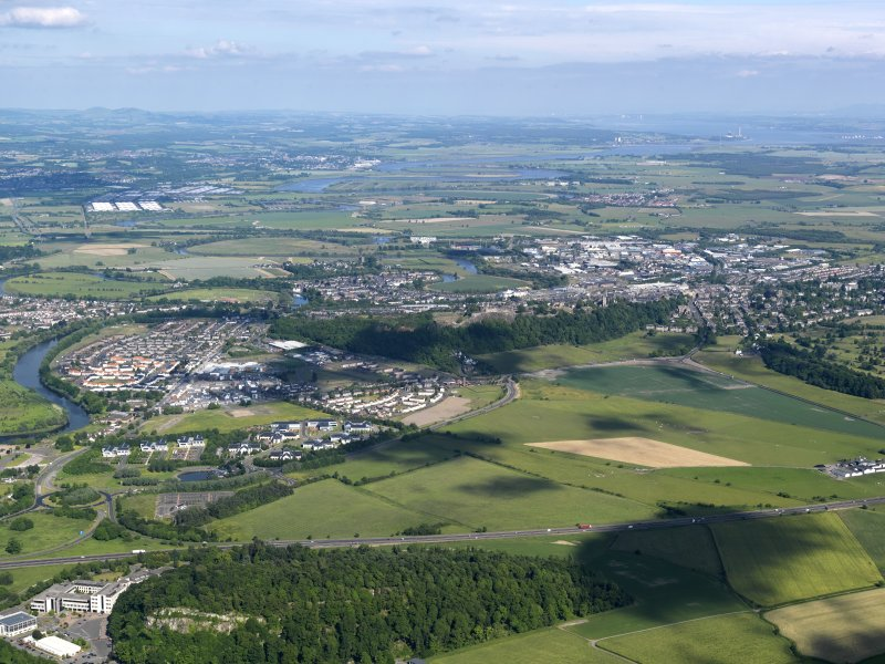 General oblique aerial view of Stirling, taken from the W.