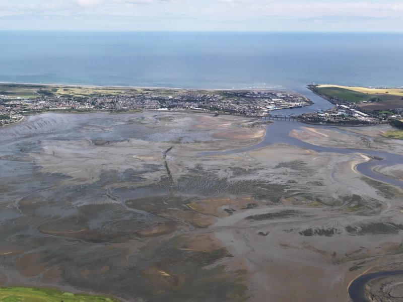 Oblique aerial view of the Montrose Basin at low tide centred on Dronner's Dyke, looking to the E.