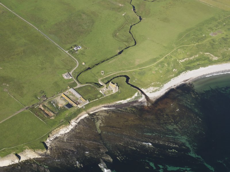 Oblique aerial view centred on Freswick Castle, taken from the ESE.