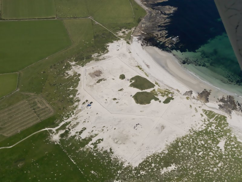 Oblique aerial view of the excavations at the Links of Noltland, taken from the SE.