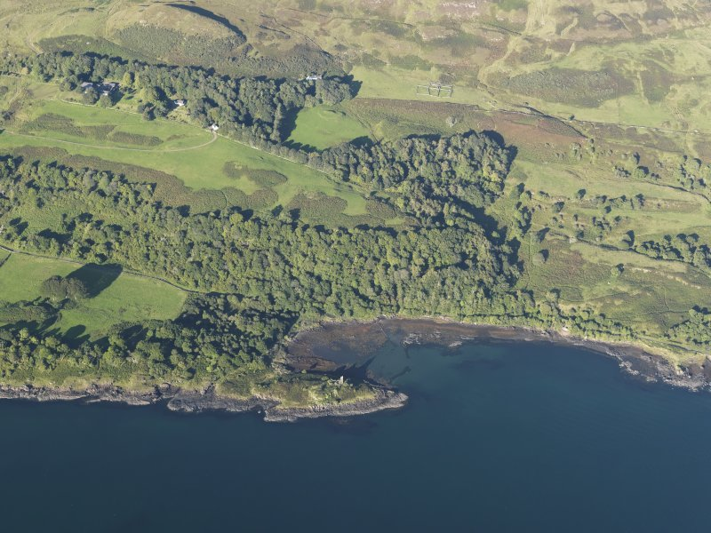 Oblique aerial view of the fort, tower house and fish trap at Caisteal nan Con, looking ENE.