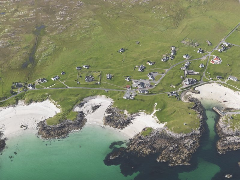 Oblique aerial view of Scarinish, Tiree, looking to the NNW.