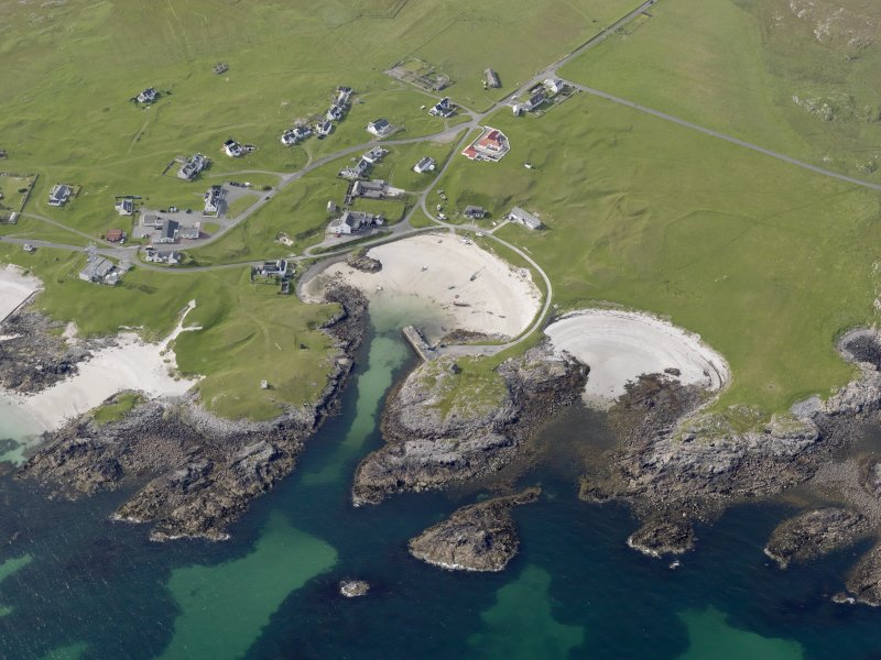 Oblique aerial view of Scarinish, Tiree, looking to the NW.