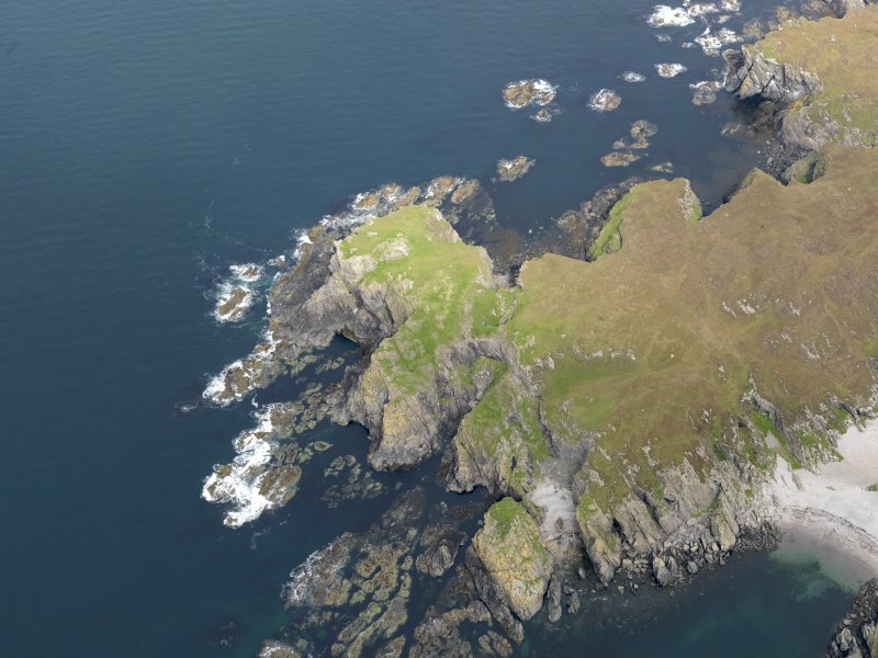 Oblique aerial view of Dun Uragaig, taken from the SW.