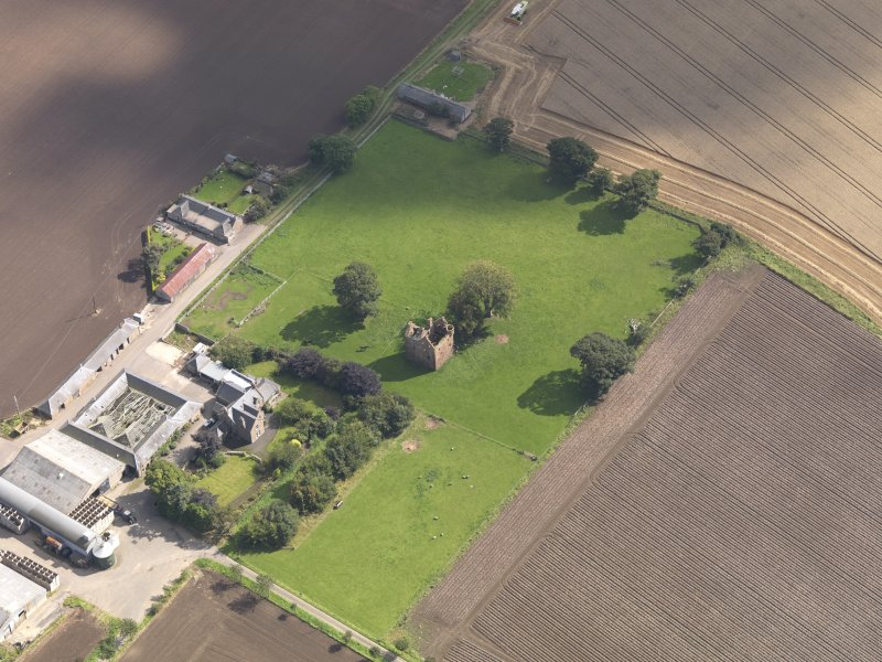General oblique aerial view of Braikie Farm, centred on  Braikie Castle, taken from the WNW.