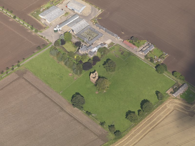 General oblique aerial view of Braikie Farm, centred on  Braikie Castle, taken from the S.