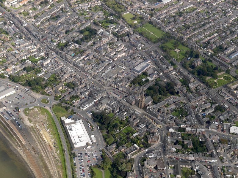 General oblique aerial view of  Montrose centred on the High Street, taken from the SW.