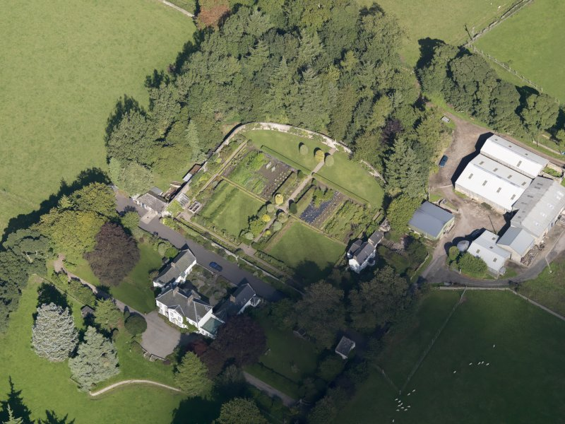 General oblique aerial view of the Pitscandly Estate, centred on Pitscandly House, taken from the SW.