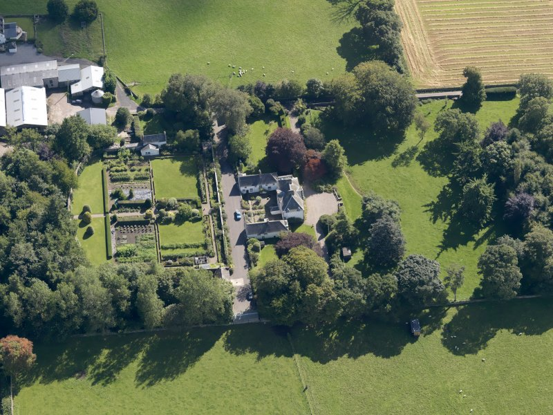General oblique aerial view of the Pitscandly Estate, centred on Pitscandly House, taken from the SE.
