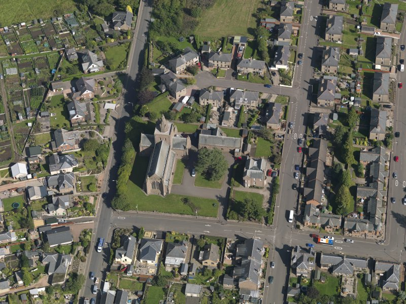 General oblique aerial view of the Montrose Road area of Forfar, centred on Lowson Memorial Church, taken from the W.