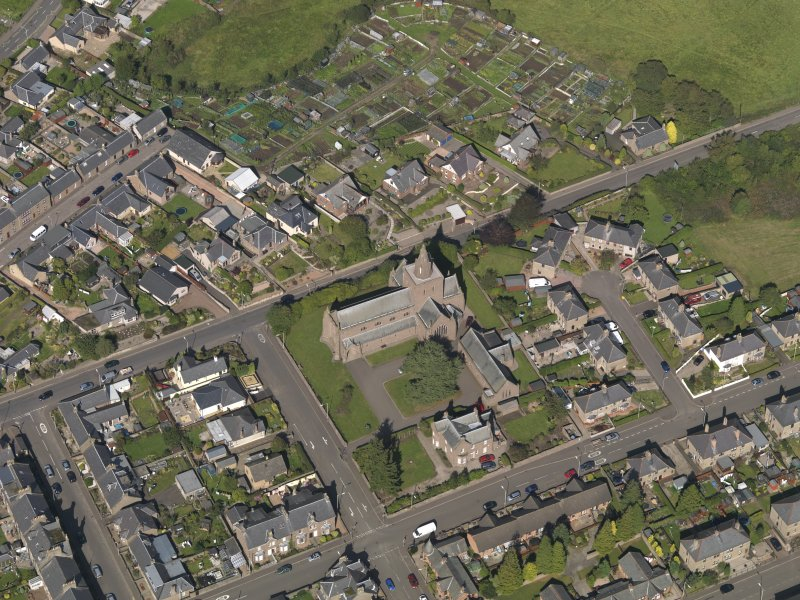 General oblique aerial view of the Montrose Road area of Forfar, centred on Lowson Memorial Church, taken from the SSW.