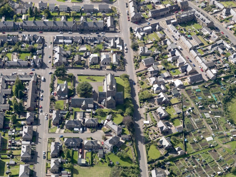General oblique aerial view of the Montrose Road area of Forfar, centred on Lowson Memorial Church, taken from the E.