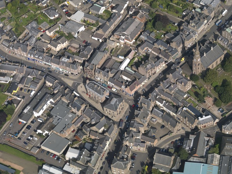 General oblique aerial view of the High Street area of Forfar, centred on Municipal Buildings, taken from the W.