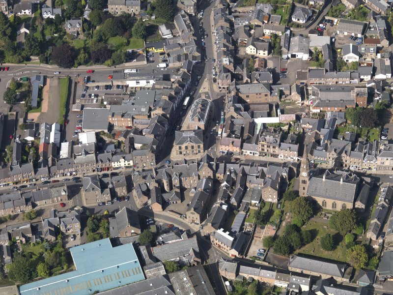 General oblique aerial view of the High Street area of Forfar, centred on Municipal Buildings, taken from the SSE.