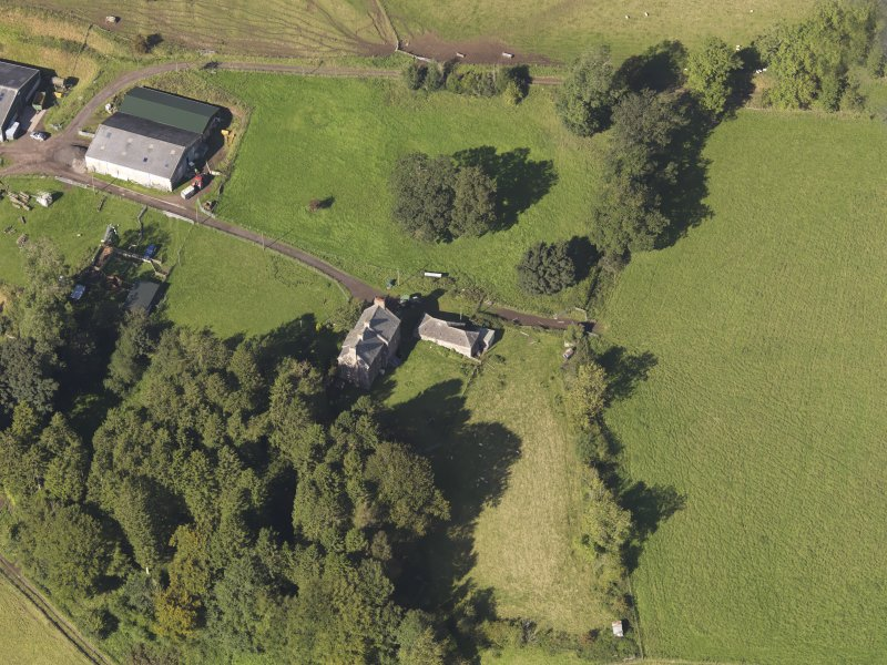 General oblique aerial view of Baldovie Farm, centred on Baldovie farmhouse taken from the SE.