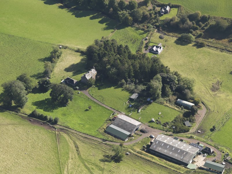 General oblique aerial view of Baldovie Farm, centred on Baldovie farmhouse taken from the NW.