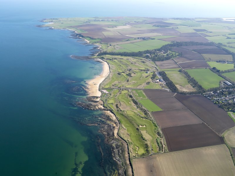 General oblique aerial view centred on Kingsbarns Golf Course, with the Cambo Estate beyond, taken from NNW.