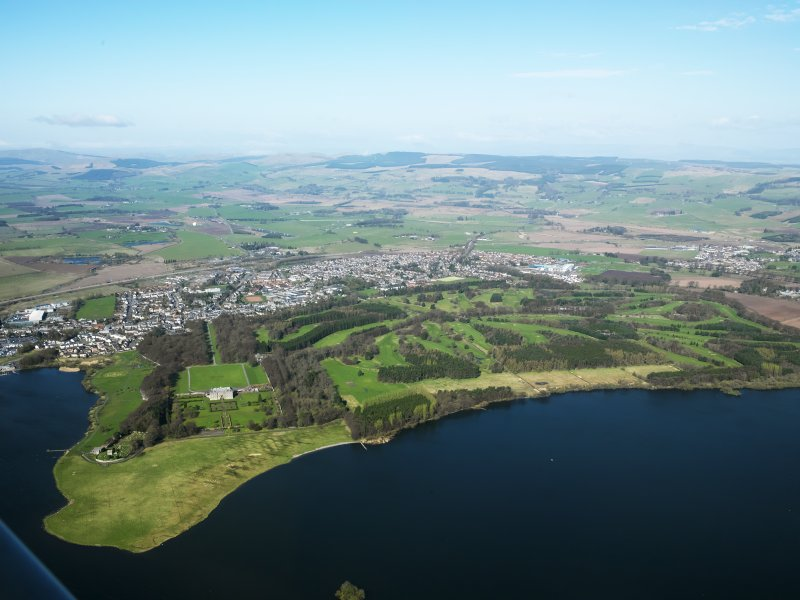 General oblique aerial view of Kinross centred on the Montgomery Golf Course, taken from the E.