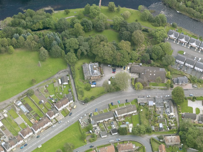 Oblique aerial view of Newton Stewart, centred on Douglas House, taken from the WSW.
