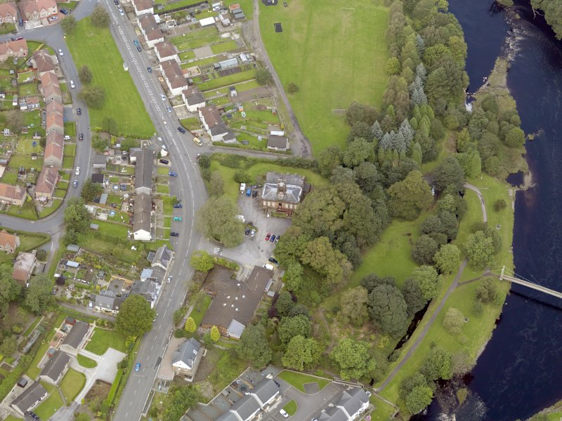 Oblique aerial view of Newton Stewart, centred on Douglas House, taken from the SW.