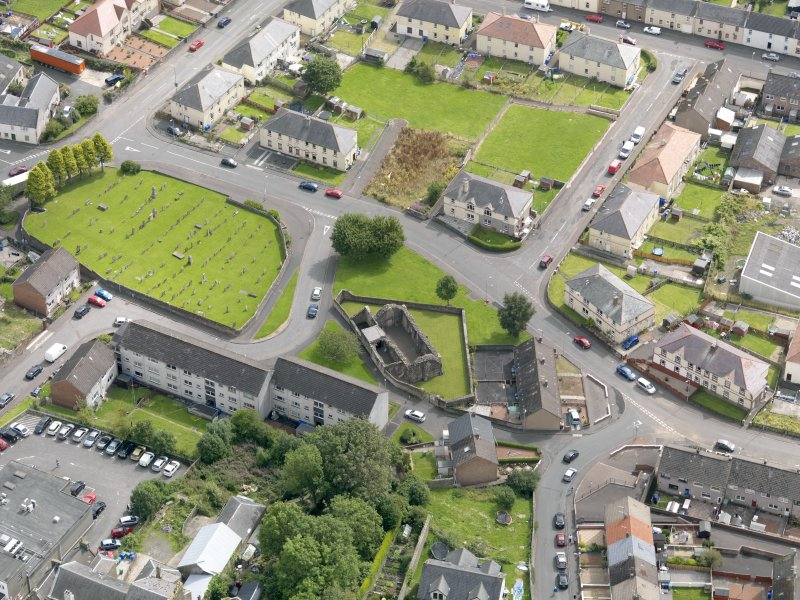 Oblique aerial view of Maybole, centred on St Mary's Church, taken from the NW.