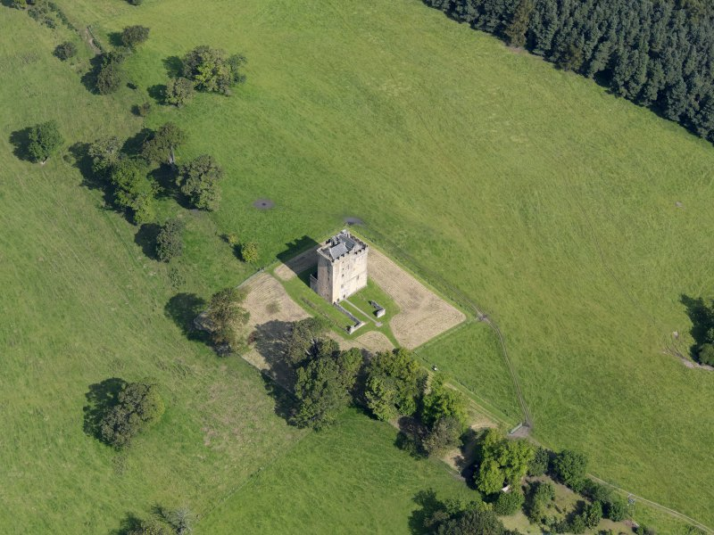 Oblique aerial view of Clackmannan Tower, taken from the SE.
