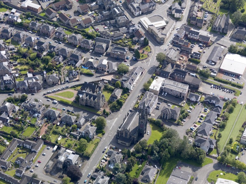 Oblique aerial view of Alloa West Church and St Mungo's Parish Church, taken from the WSW.