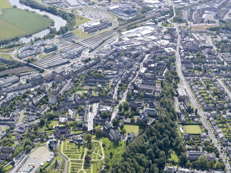 General oblique aerial view of Stirling, taken from the NW.