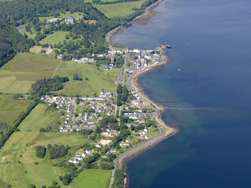 General oblique aerial view of Inveraray and Inveraray Castle, taken from the SSW.