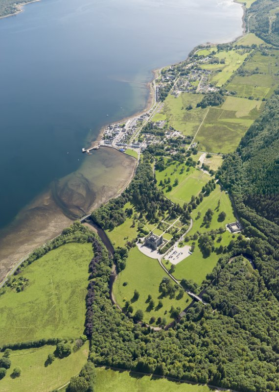 General oblique aerial view of Inveraray and Inveraray Castle, taken from the N.