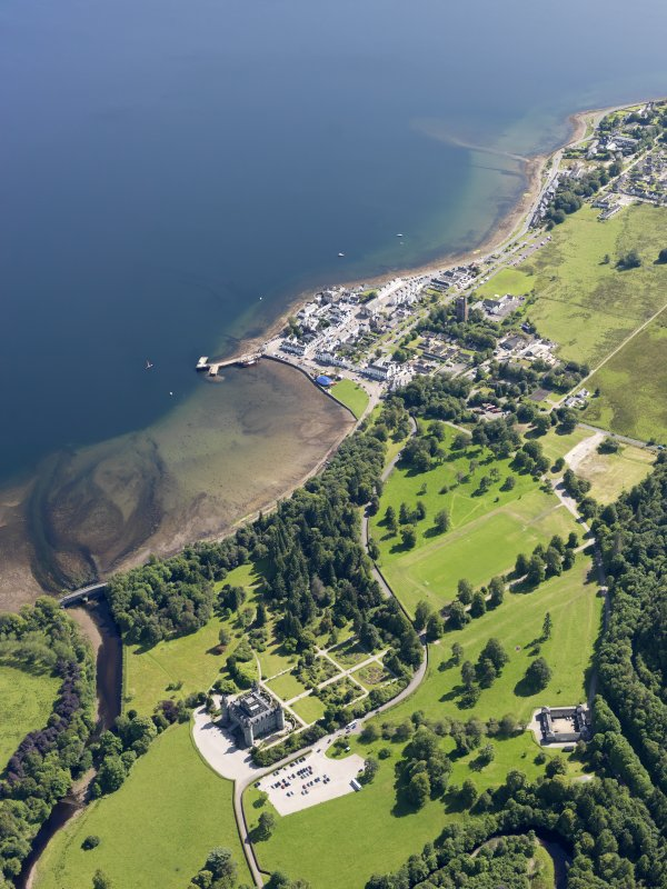 General oblique aerial view of Inveraray and Inveraray Castle, taken from the NNW.