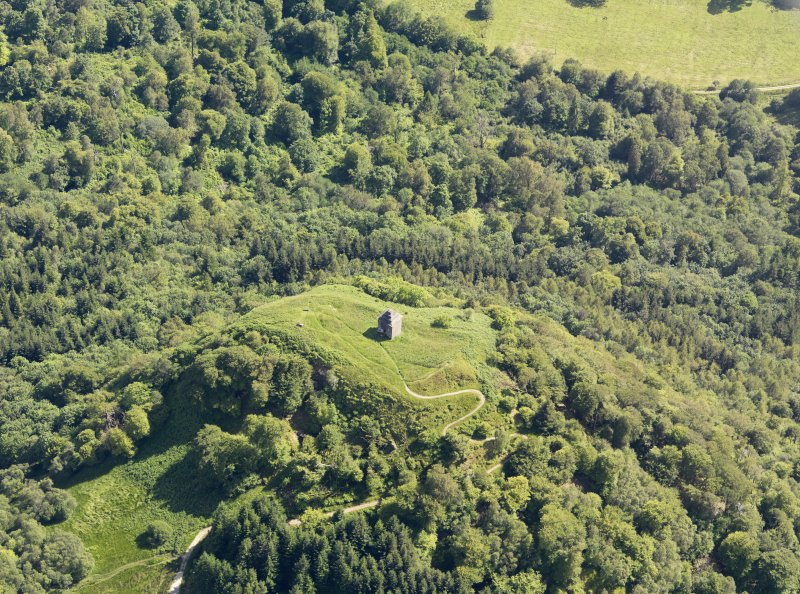 General oblique aerial view of Dun Na Cuaiche Tower, taken from the NNW.