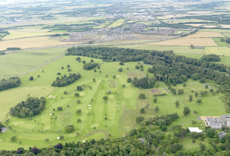 General oblique aerial view of Dundas Park Golf Course, taken from the NNW.