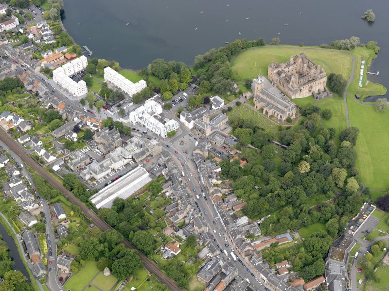 General oblique aerial view of Linlithgow Palace and High Street, taken from the SE.