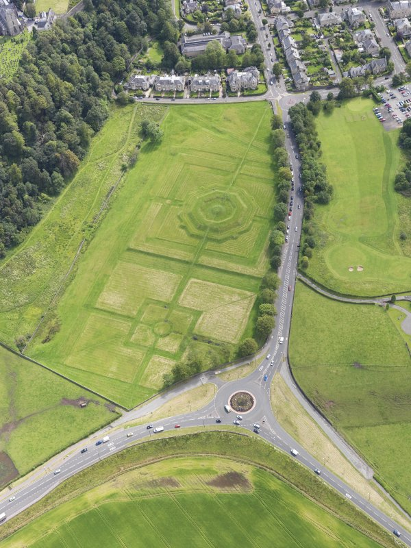 General oblique aerial view of the King's Knot at Stirling, taken from the NW.