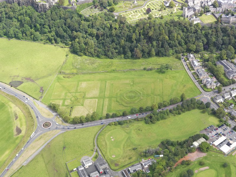 General oblique aerial view of the King's Knot at Stirling, taken from the SW.