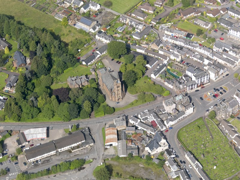 Oblique aerial view of Moffat, centred on St Andrew's Parish Church, taken from the SE.