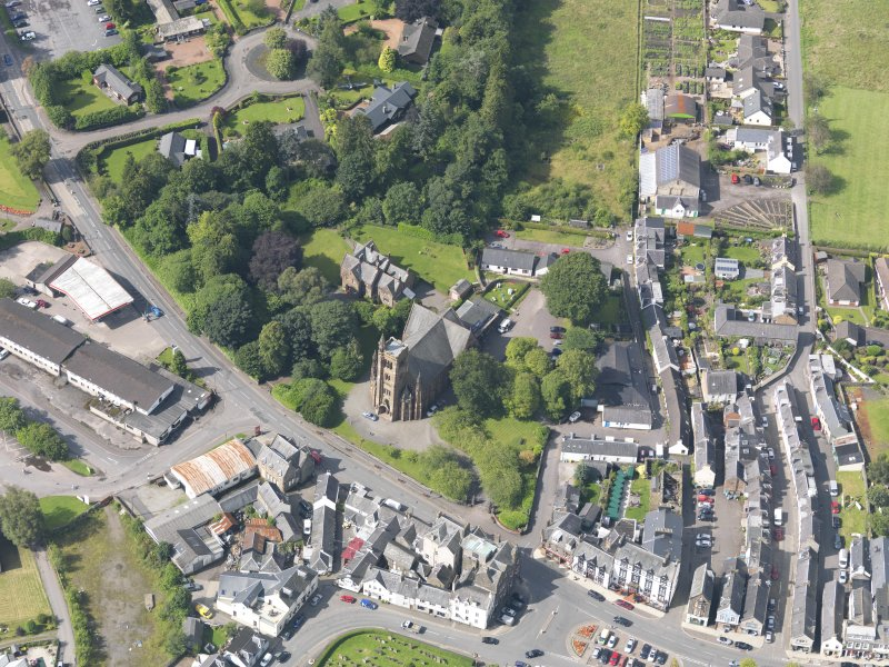 Oblique aerial view of Moffat, centred on St Andrew's Parish Church, taken from the NE.