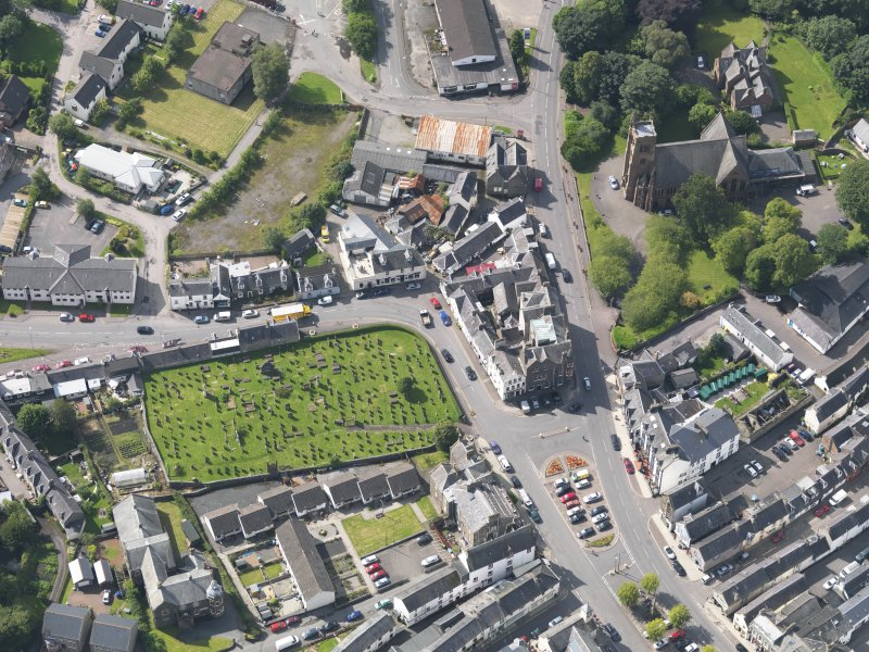 Oblique aerial view of Moffat, centred on St Andrew's Parish Church, taken from the N.