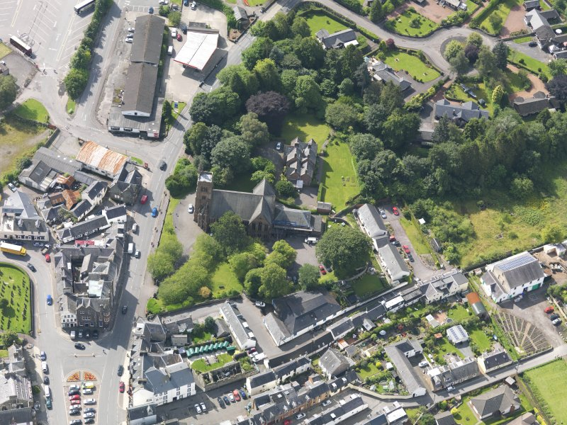 Oblique aerial view of Moffat, centred on St Andrew's Parish Church, taken from the NNW.
