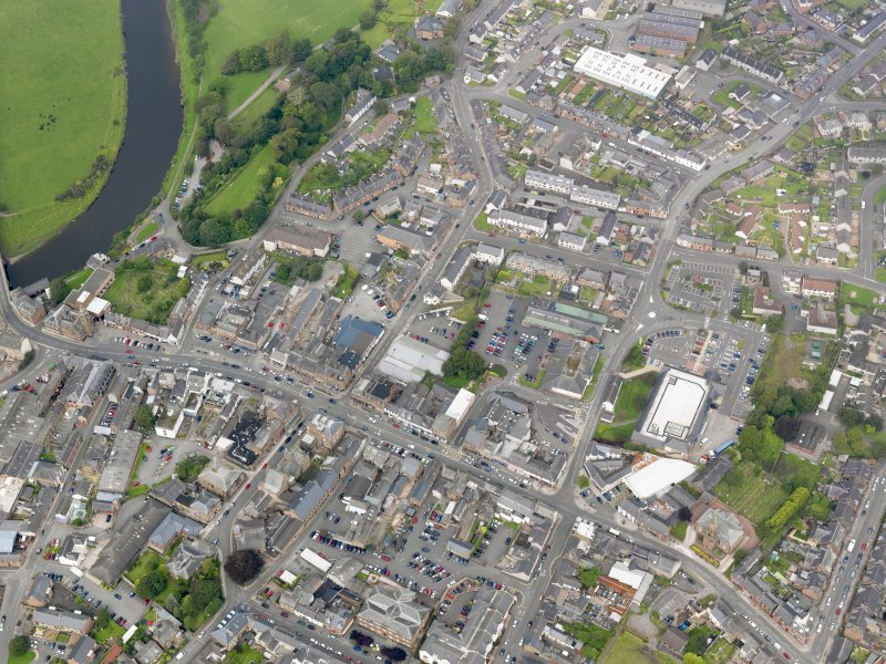 General oblique aerial view of Annan, taken from the SE.