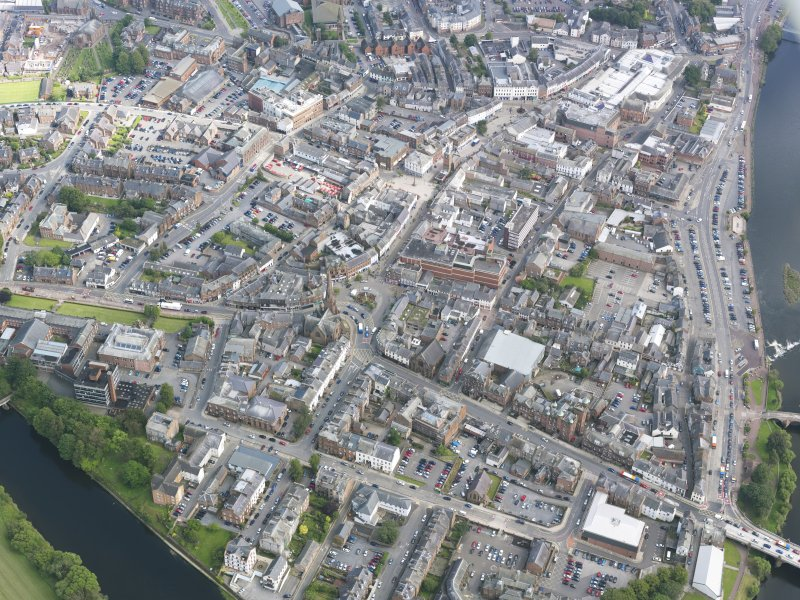 Oblique aerial view of Dumfries, centred on Greyfriars Church, taken from the NW.