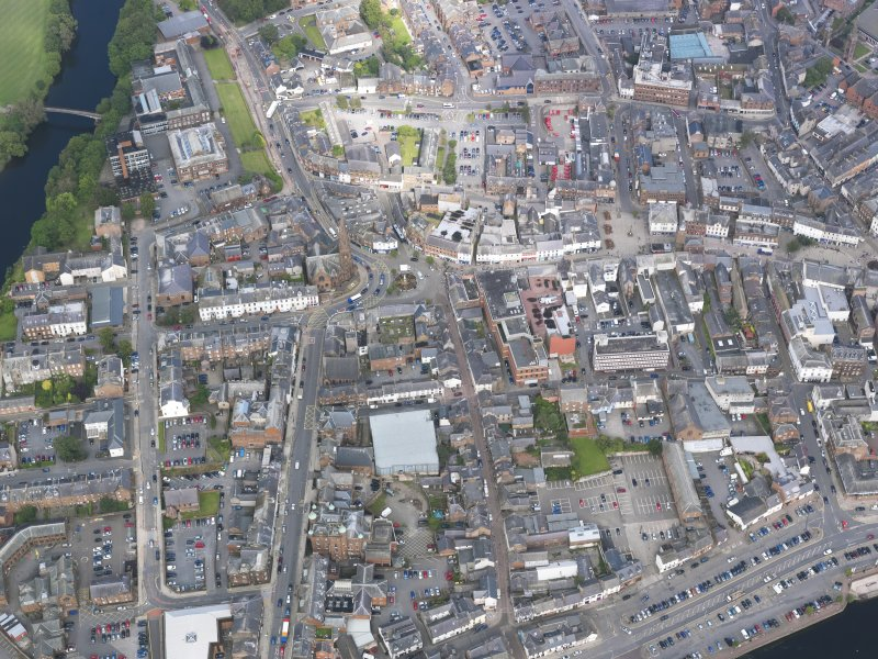 Oblique aerial view of Dumfries, centred on Greyfriars Church, taken from the SW.