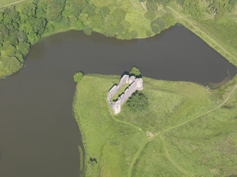 Oblique aerial view of Morton Castle, taken from the SW.